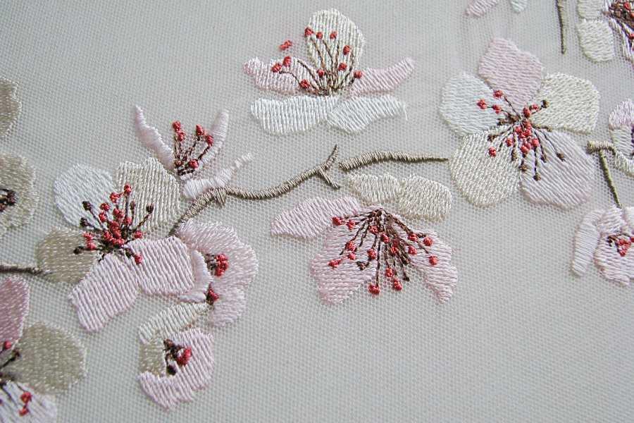 <span>Proginiai</span>Sakurų siuvinėjimas