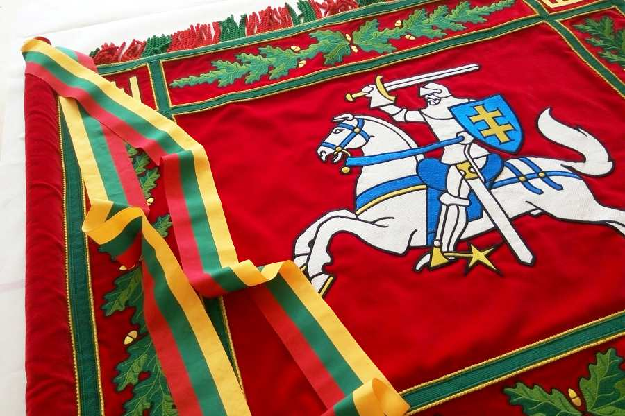 <span>Vėliavos</span>SKAT vėliavos aversas